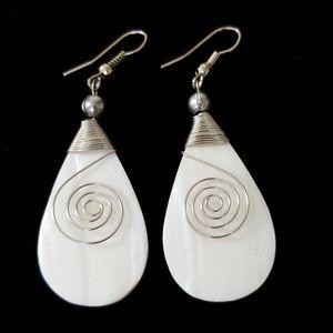 Jewelry - 🌹SALE🌹Beautiful Silver Tone & Stone Earrings